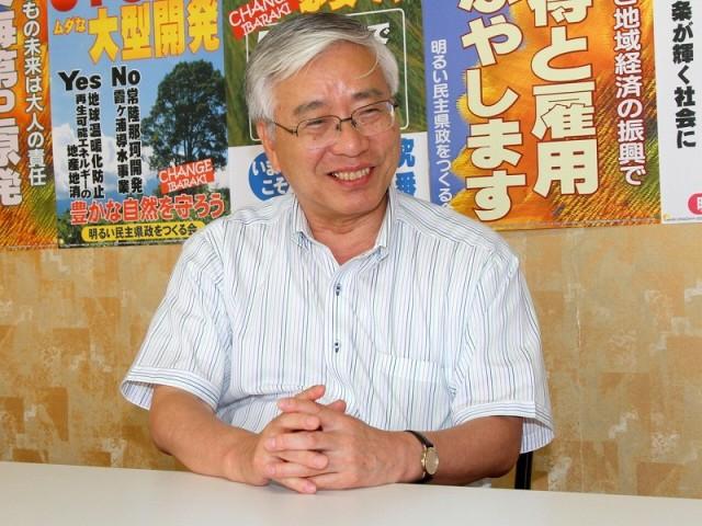 インタビューに応じ、県政刷新への決意をのべる田中しげひろ知事候補=8月5日、水戸市