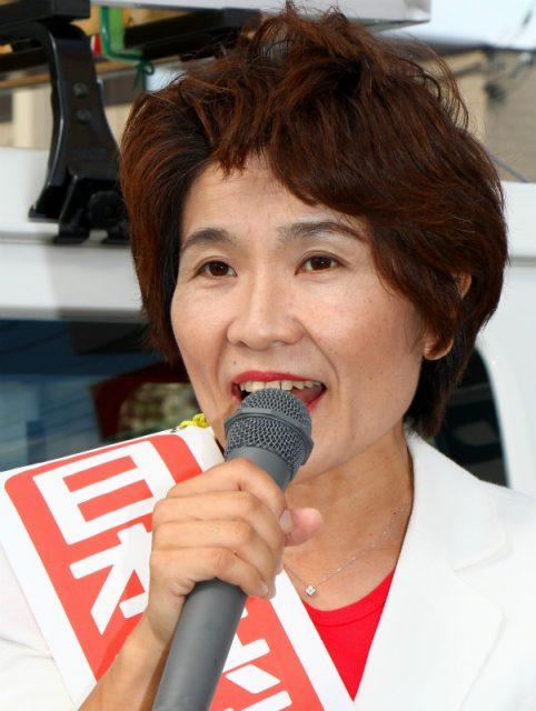 訴えるおくだ智子参院比例候補=6月26日、水戸市
