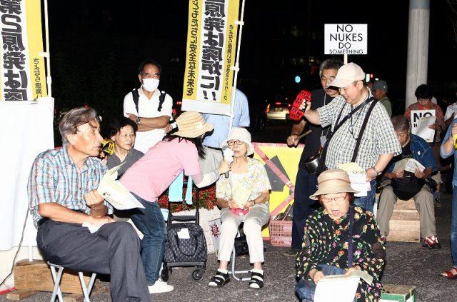 「東海第2の再稼働反対」「今すぐ廃炉」などのコ一ルを繰り返す行動参加者=9月16日、水戸市