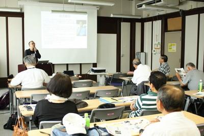 講演する日本原水協の前川史郎さん