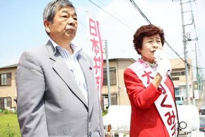 「共産党の躍進で希望の持てる政治を」と訴える大内くみ子氏、平井誠市議